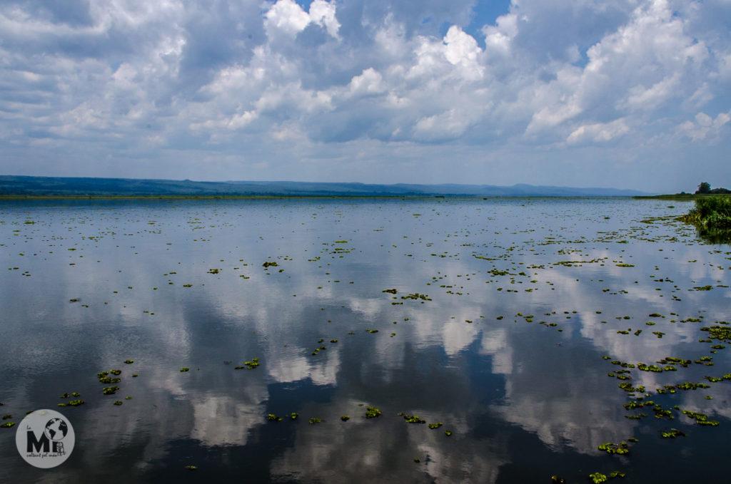 El Nil fa de mirall i la vista sobre les aigües del cel ennuvolat és preciosa