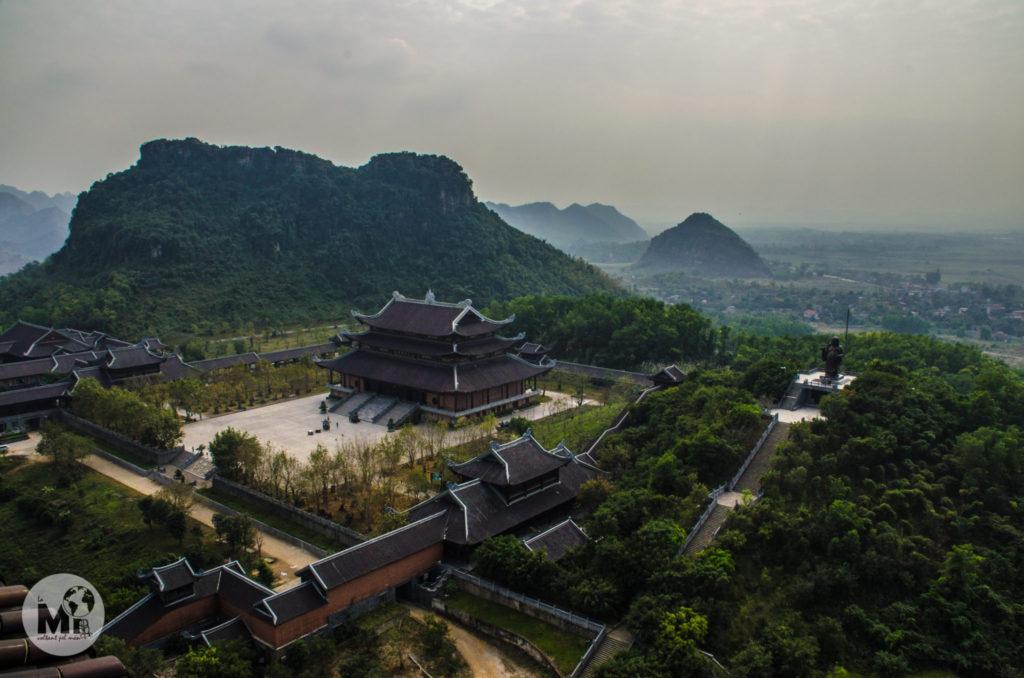 La visió del complexe budista des de dalt de la pagoda és necessària per fer-se a la idea de les dimensions de la obra