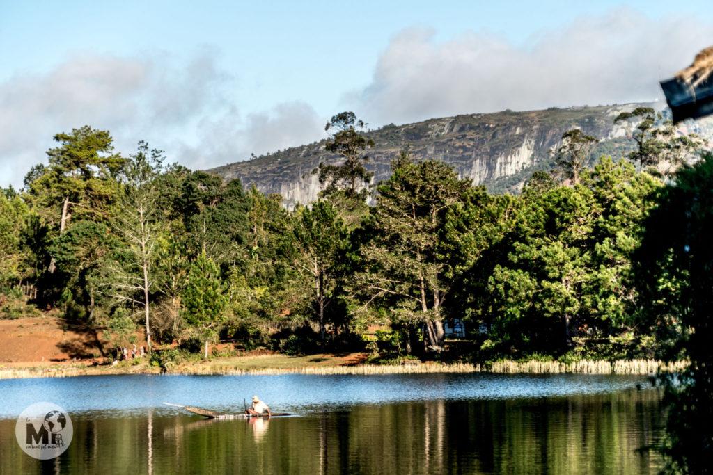 A més d'estar just davant de l'estació, el Lac Hotel està al costat d'un preciós llac en el que podem veure pescadors a primera hora del matí.