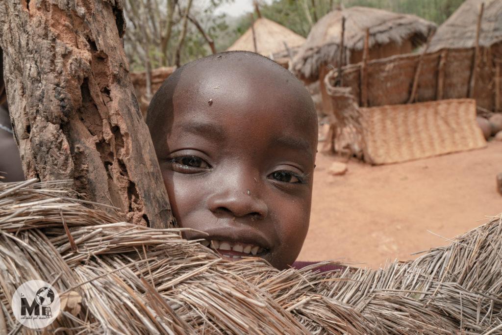 La natalitat entre els Dupa és baixa, hi ha molt pocs nens en el poblat